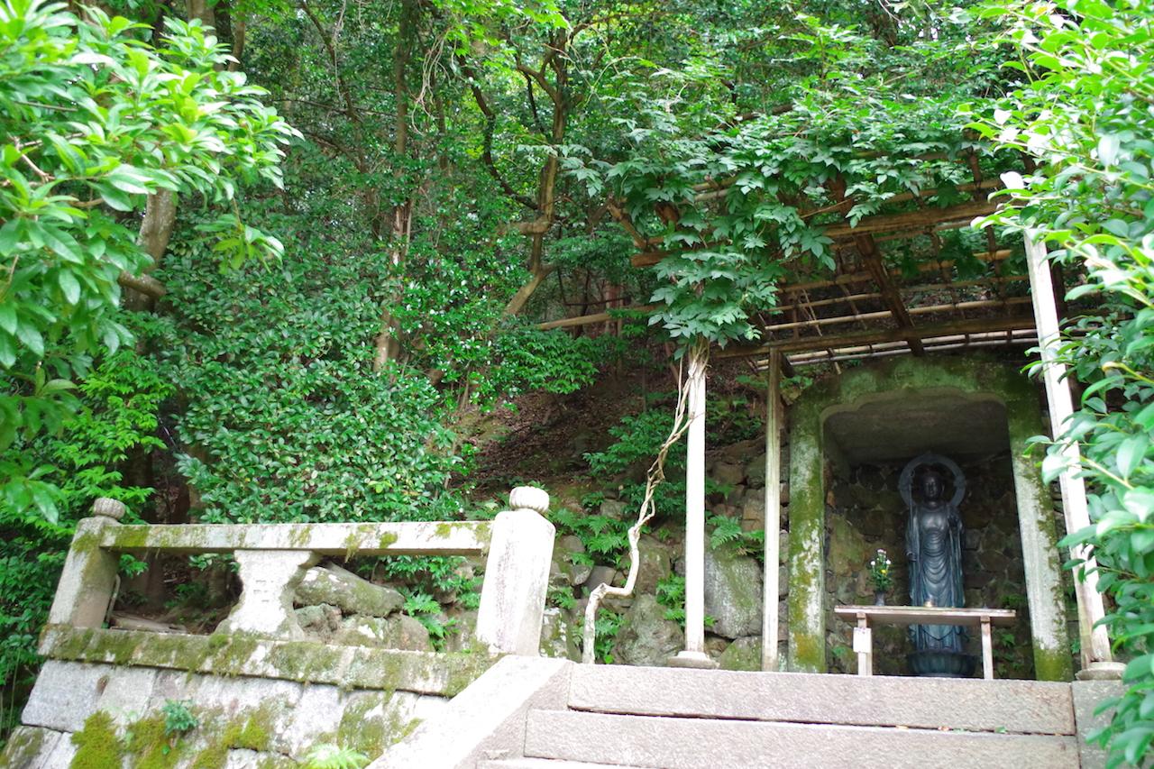 法然院の境内は有名人のお墓も多い