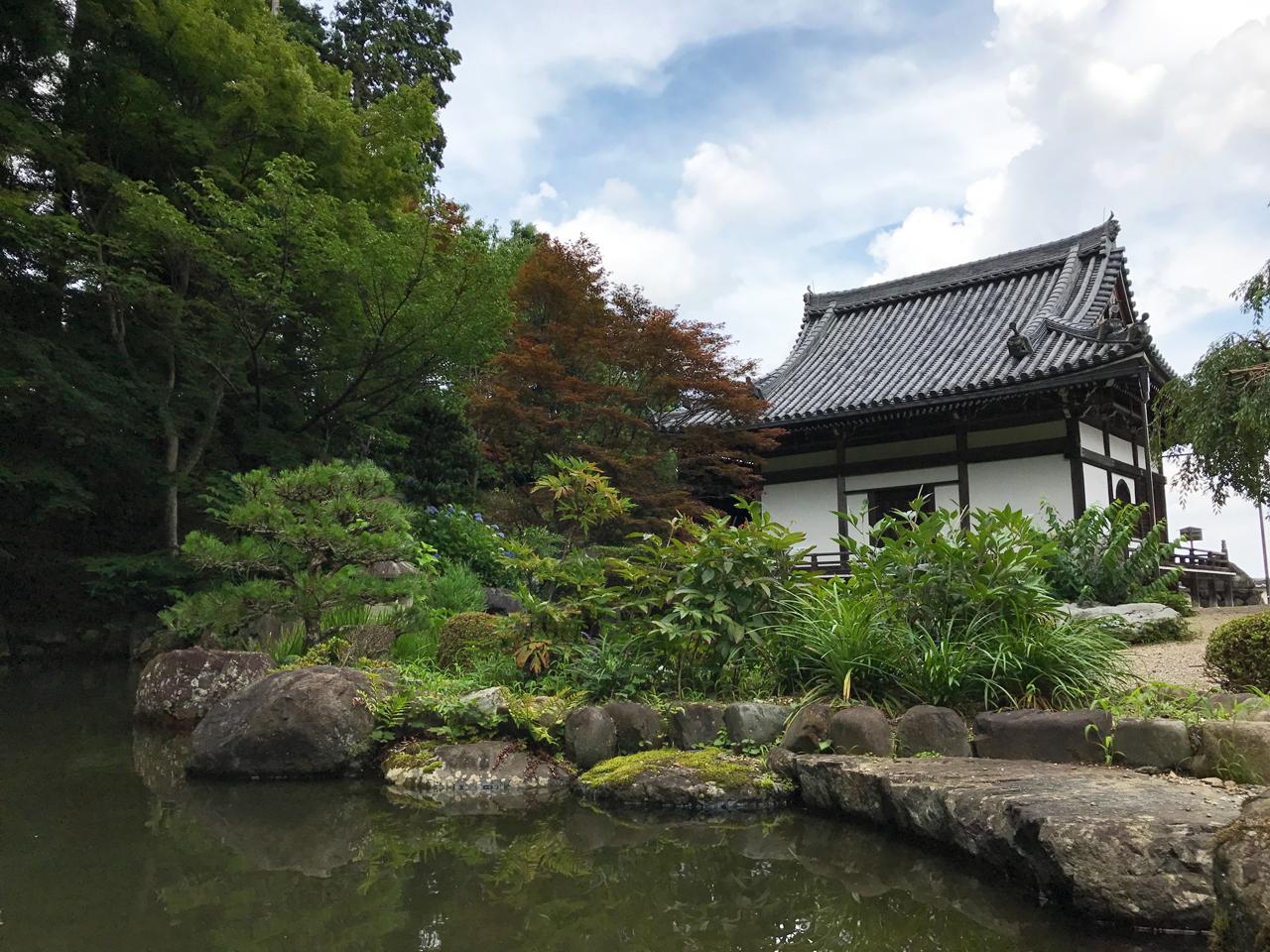 善峯寺の上層-池