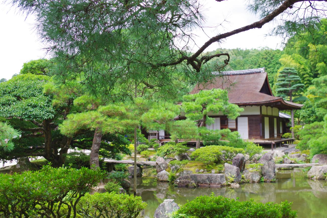 銀閣寺の池泉回遊式庭園