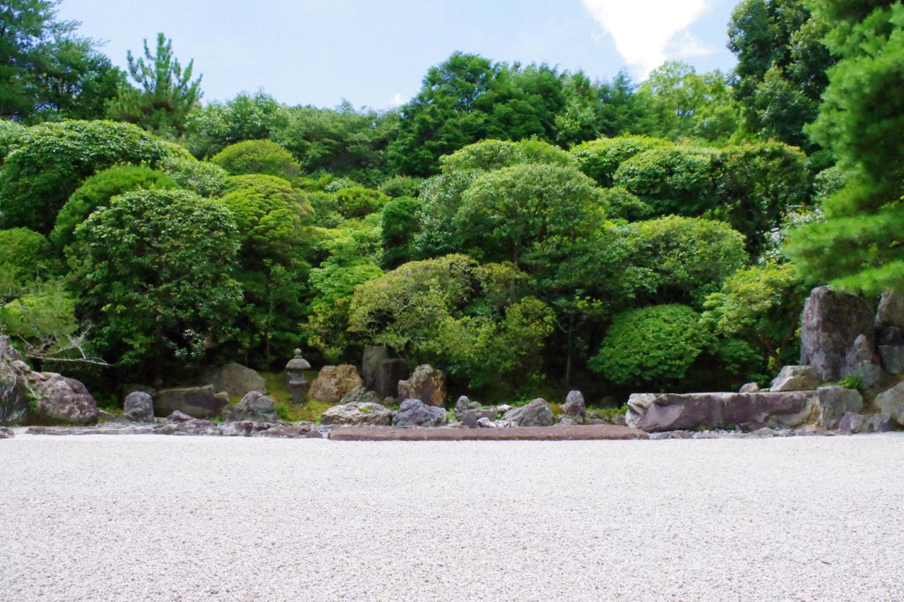 金地院の鶴亀庭園正面