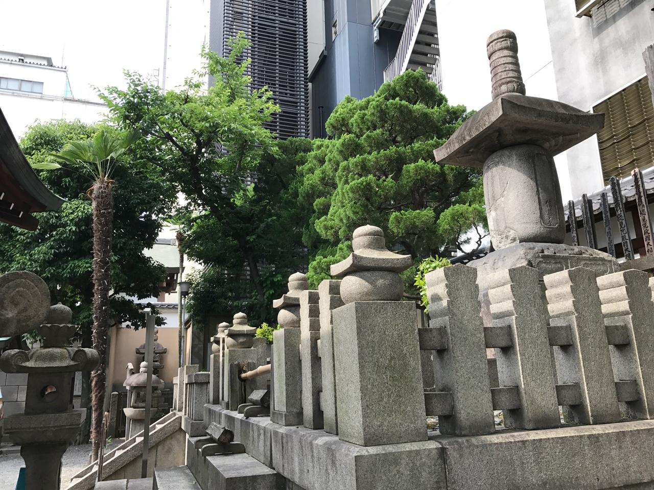 本能寺の墓