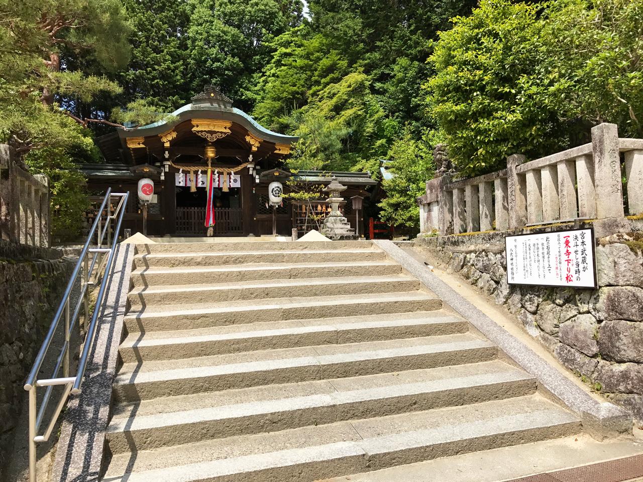 八大神社の本殿