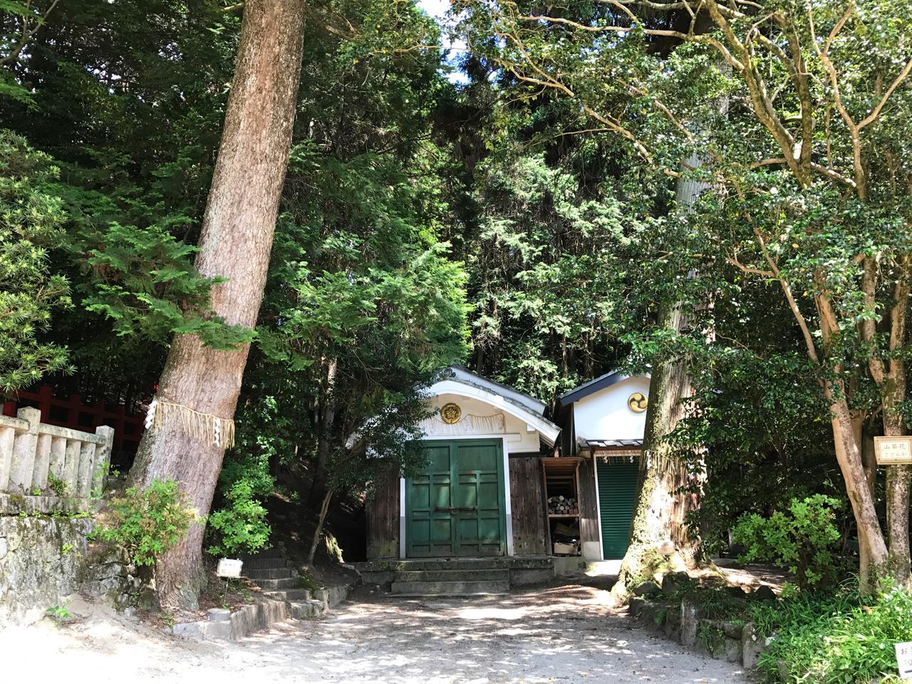 八大神社の蔵