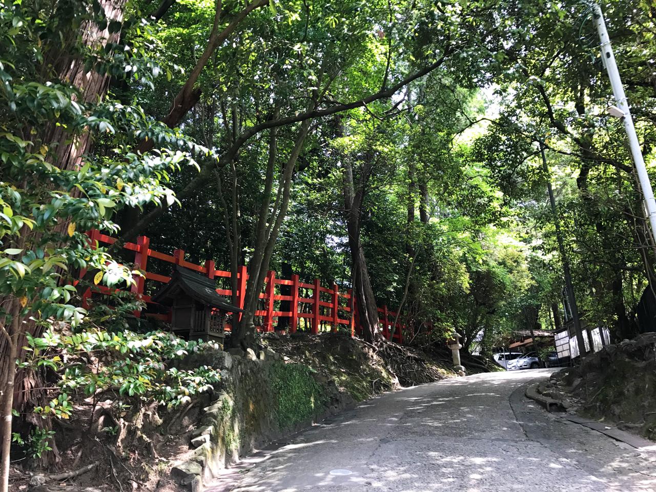 八大神社の参道