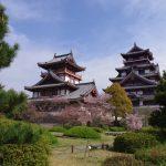 伏見城は内部は見れないが桜が綺麗なスポット