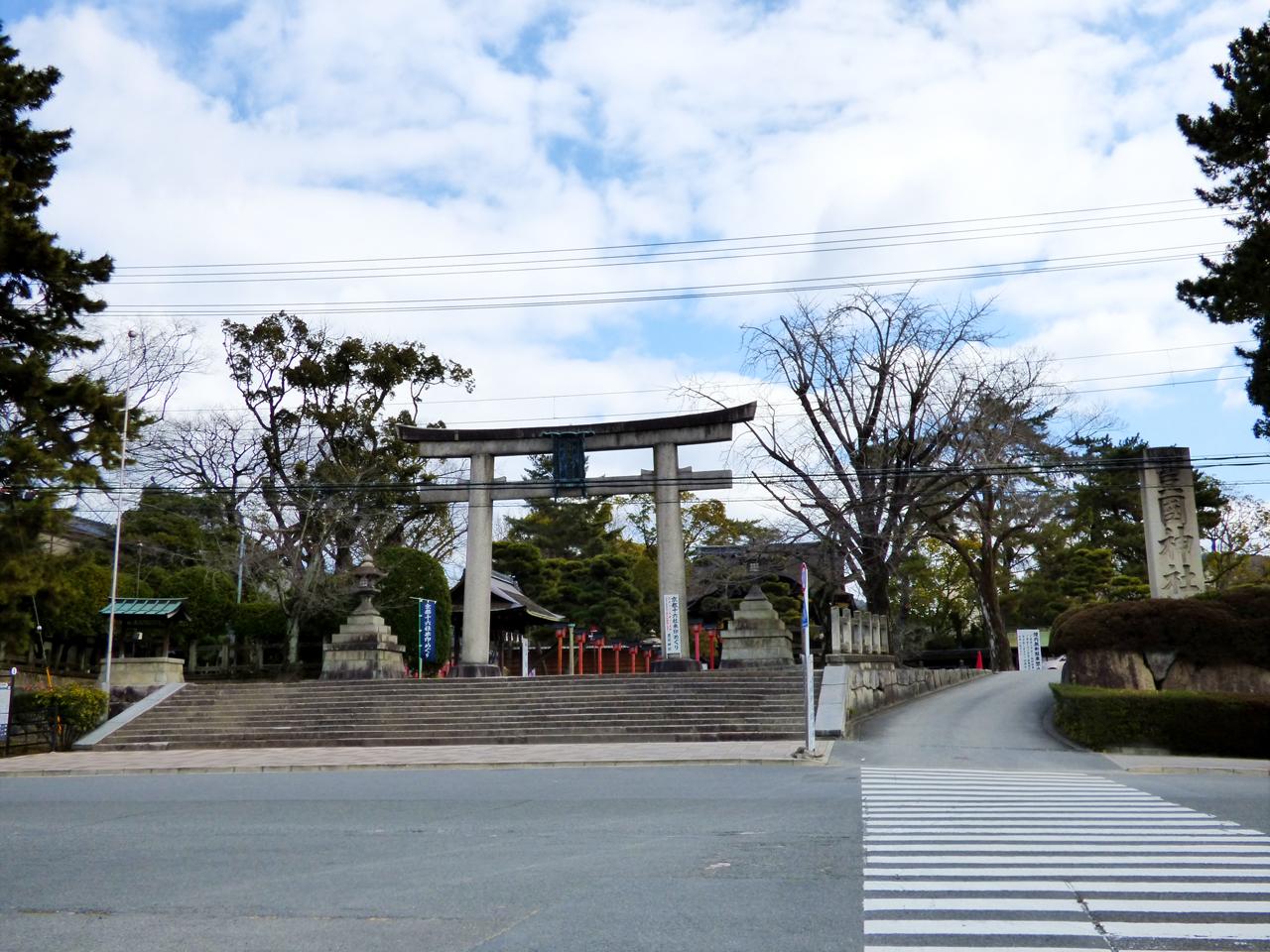 豊国神社入り口