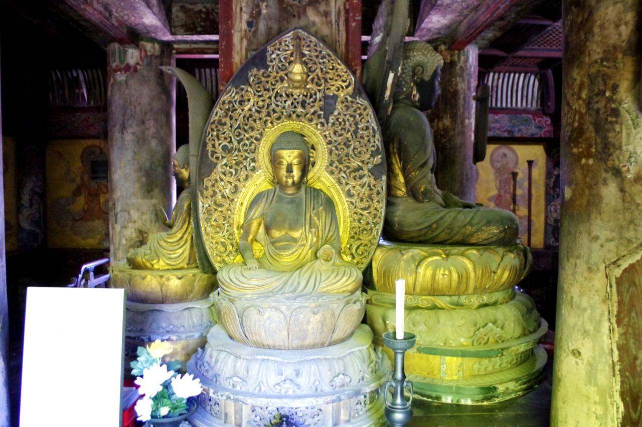 八坂の塔の仏像 正面