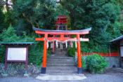 建勲神社の鳥居と階段